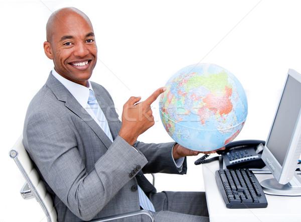 Stockfoto: Glimlachend · zakenman · wereldbol · kantoor · computer