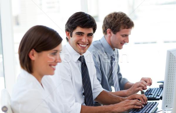 Positivo uomini d'affari lavoro computer ufficio business Foto d'archivio © wavebreak_media