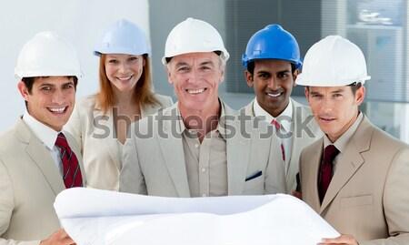 Fókusz férfi építész visel munkavédelmi sisak csapat Stock fotó © wavebreak_media