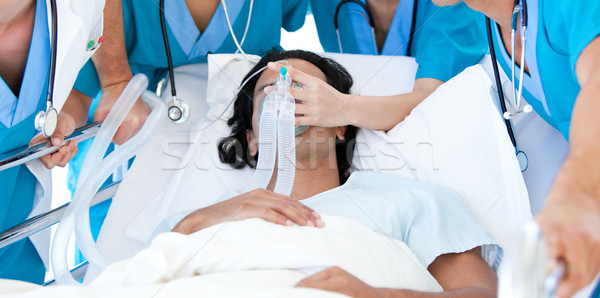 Patiënt ernstig gewond medische team witte Stockfoto © wavebreak_media