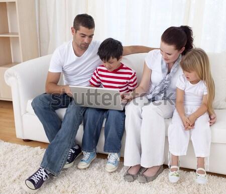 Stockfoto: Charmant · familie · vergadering · sofa · home · vrouw