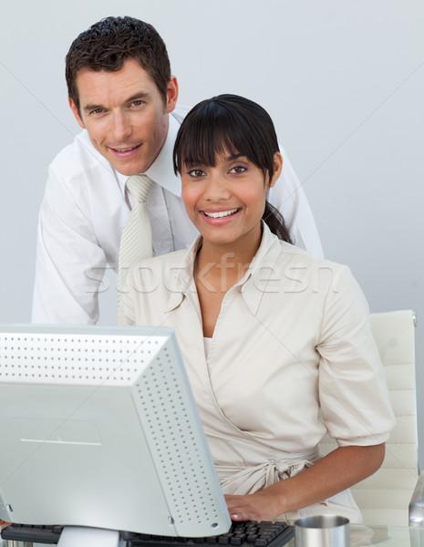 деловая женщина кавказский бизнесмен служба используя ноутбук Сток-фото © wavebreak_media