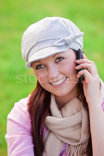 かなり 若い女性 着用 キャップ スカーフ 話し ストックフォト © wavebreak_media