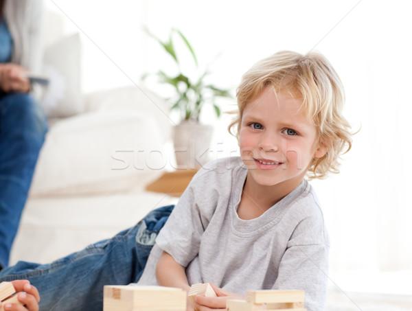 Cute kind spelen woonkamer ouders familie Stockfoto © wavebreak_media