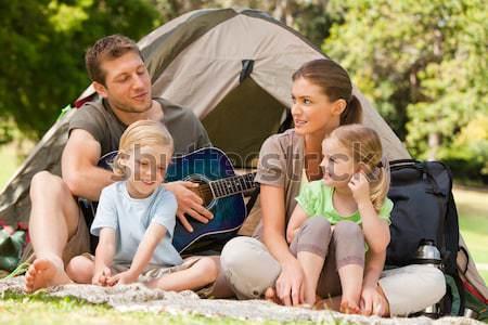Familia camping parque naturaleza Pareja verde Foto stock © wavebreak_media