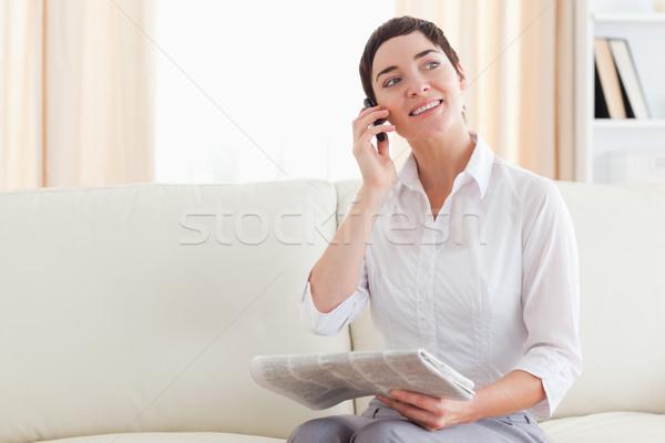 Derűs nő mobiltelefon újság nappali ház Stock fotó © wavebreak_media