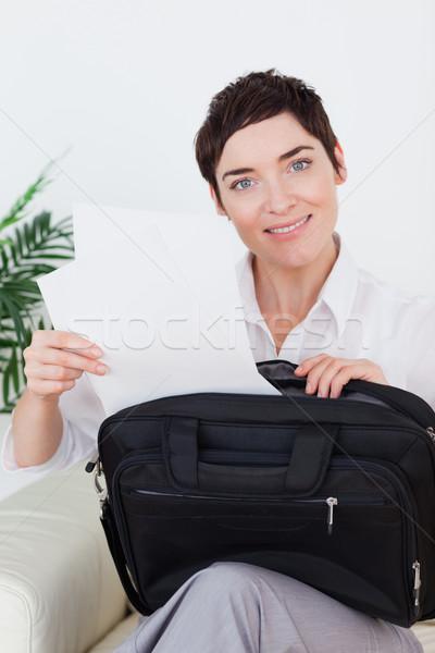 Gülen işkadını kağıtları çanta bekleme odası kadın Stok fotoğraf © wavebreak_media