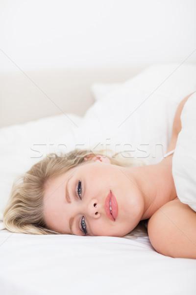 Csinos nő fehér ágy női alszik csinos Stock fotó © wavebreak_media