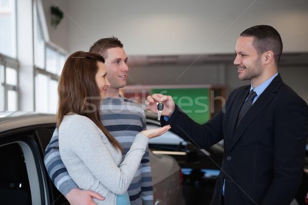 Zakenman autosleutels handel pak vrouwelijke Stockfoto © wavebreak_media