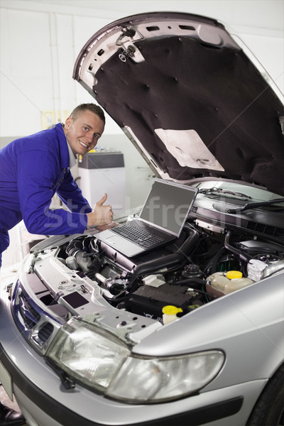 Mécanicien voiture ordinateur garage portable Photo stock © wavebreak_media