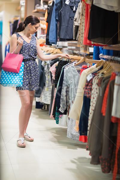 Kobieta stałego torby boutique Zdjęcia stock © wavebreak_media