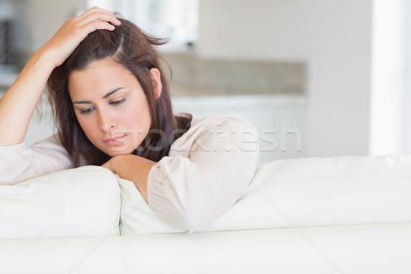Kobieta patrząc w dół kanapie domu kuchnia tabeli Zdjęcia stock © wavebreak_media