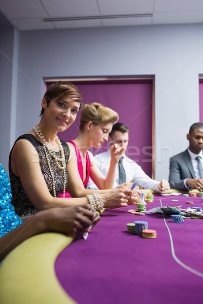 Donna sorridente casino seduta poker tavola donna Foto d'archivio © wavebreak_media