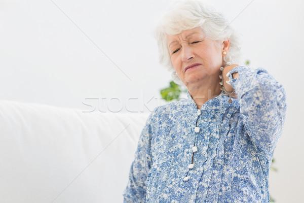 Idős nő nyaki fájdalom nappali ház női kanapé Stock fotó © wavebreak_media