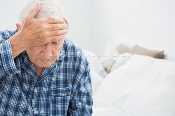 пожилого человека страдание кровать спальня дома Сток-фото © wavebreak_media