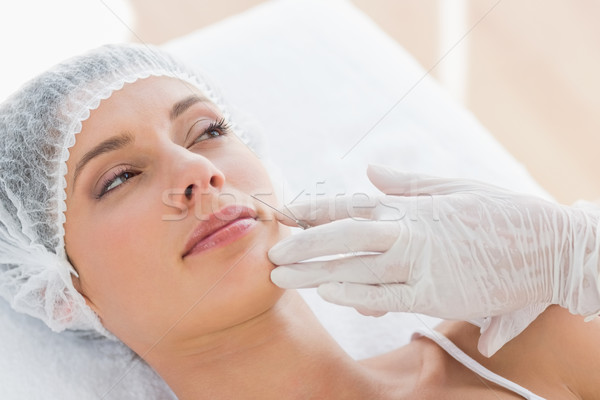 Foto stock: Mulher · injeção · de · botox · belo · mulher · jovem · hospital · escritório