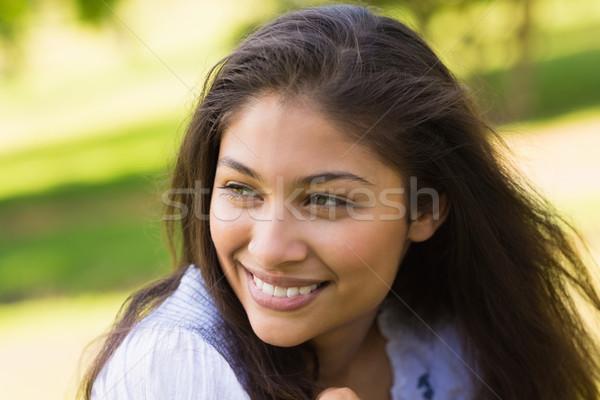 Primer plano mujer sonriente parque sonriendo Foto stock © wavebreak_media