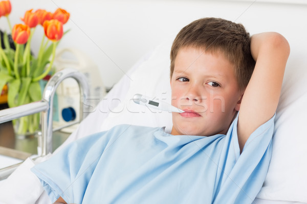 Menino cama de hospital termômetro doente boca criança Foto stock © wavebreak_media