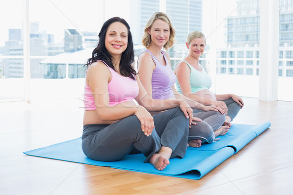 Foto stock: Feliz · embarazadas · mujeres · sesión · yoga · clase