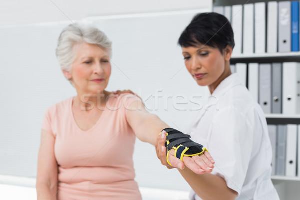 Női orvos megjavít csukló idős kéz Stock fotó © wavebreak_media