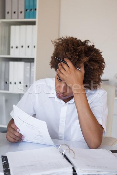 Lezser hangsúlyos üzletember papírmunka asztal iroda Stock fotó © wavebreak_media