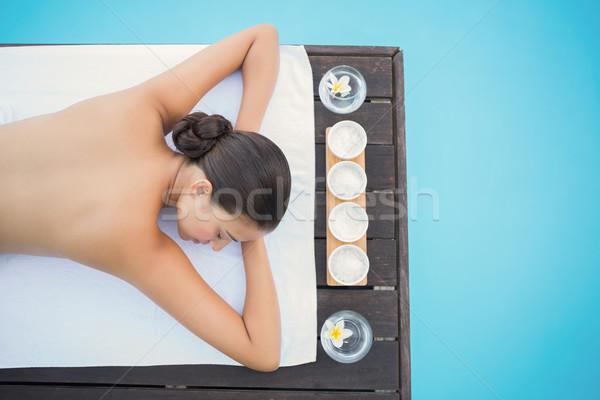 Paisible brunette serviette à l'extérieur spa fleurs Photo stock © wavebreak_media