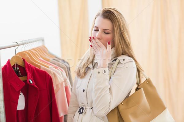 Bastante mulher loira cansado compras armazenar feliz Foto stock © wavebreak_media