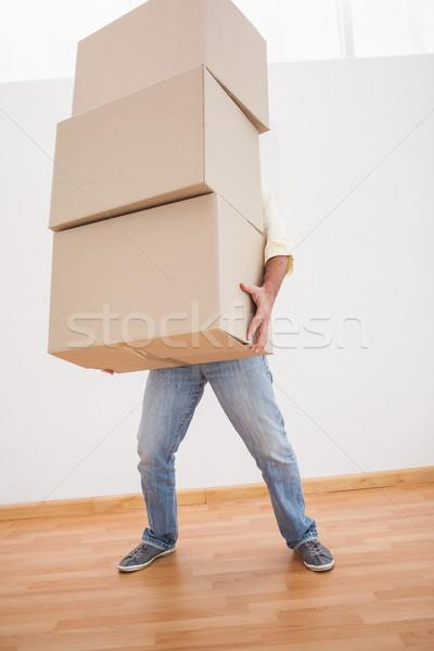 Człowiek równoważenie ciężki tektury pola domu Zdjęcia stock © wavebreak_media