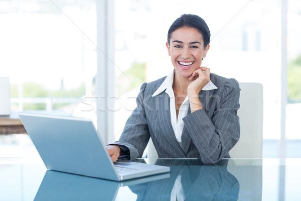 Sorridere imprenditrice utilizzando il computer portatile ufficio donna felice Foto d'archivio © wavebreak_media