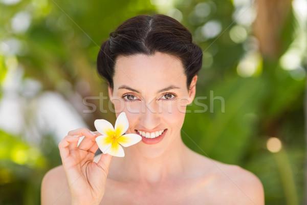 Gelukkig brunette witte bloem park vrouw Stockfoto © wavebreak_media