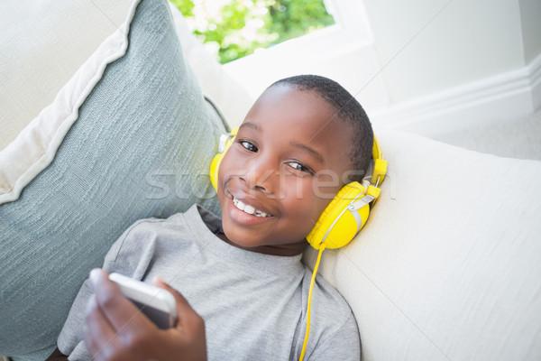 少年 音楽を聴く ソファ ホーム リビングルーム ストックフォト © wavebreak_media