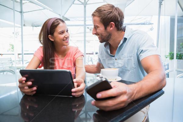 Jonge gelukkig paar naar ander laptop Stockfoto © wavebreak_media