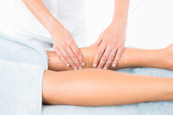 Vrouwelijke masseur been spa centrum Stockfoto © wavebreak_media