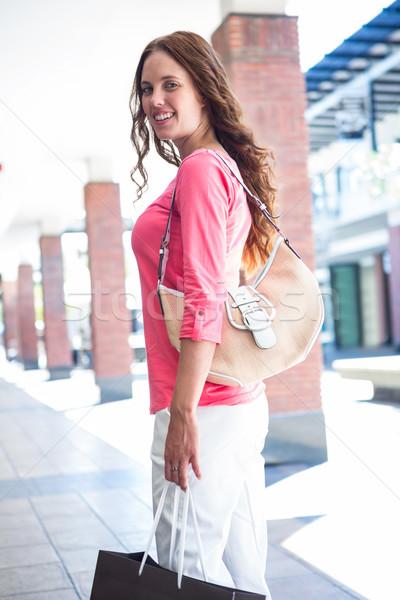 Mulher bonita compras feminino sorridente Foto stock © wavebreak_media