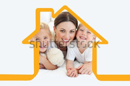 Image famille heureuse lit maison Photo stock © wavebreak_media