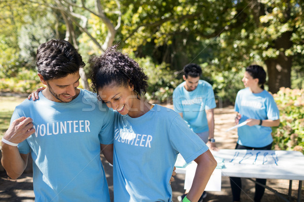 Mosolyog önkéntesek beszél egyéb park számítógép Stock fotó © wavebreak_media
