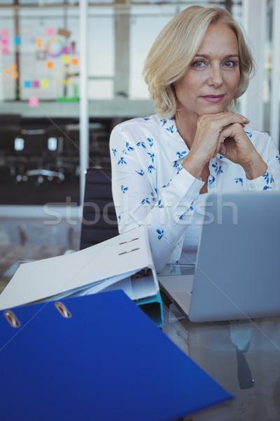 Porträt Unternehmer Sitzung Büro Schreibtisch Frau Stock foto © wavebreak_media