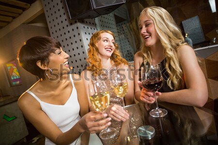 肖像 女性 友達 ドリンク カウンタ ナイトクラブ ストックフォト © wavebreak_media