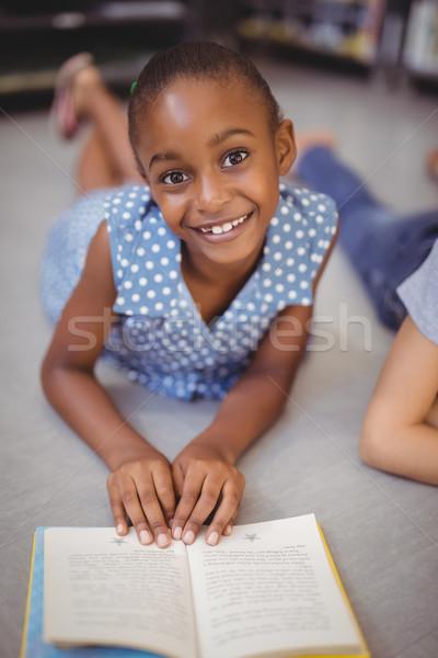 Portré boldog iskolás lány olvas könyv könyvtár Stock fotó © wavebreak_media