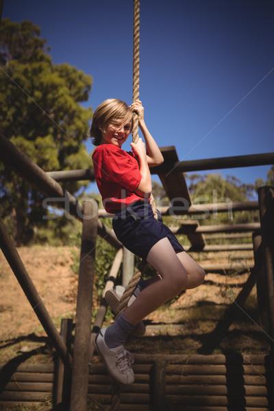 Portret uśmiechnięty dziewczyna wspinaczki liny Zdjęcia stock © wavebreak_media