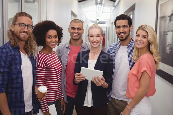 Portré mosolyog üzletasszony csapat áll folyosó Stock fotó © wavebreak_media