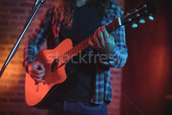 певицы играет гитаре пения ночном клубе Сток-фото © wavebreak_media