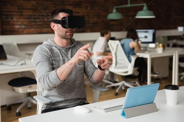 Masculino executivo virtual realidade fone escritório Foto stock © wavebreak_media