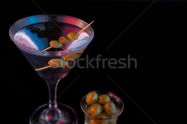 Koktél martini olajbogyók asztal közelkép fekete Stock fotó © wavebreak_media