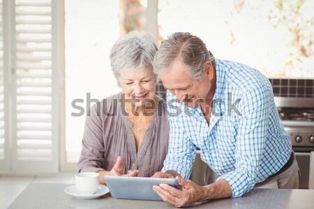 Zdjęcia stock: Starszy · para · za · pomocą · laptopa · domu · komputera · kobieta · tabeli