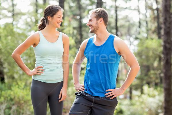 Szczęśliwy biegaczy patrząc inny charakter kobieta Zdjęcia stock © wavebreak_media