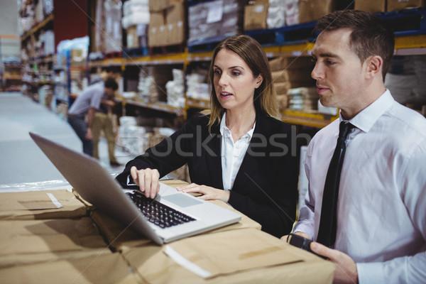 склад используя ноутбук женщину человека технологий Сток-фото © wavebreak_media