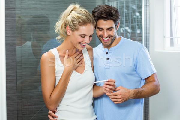 Boldog pár terhességi teszt fürdőszoba nő otthon Stock fotó © wavebreak_media
