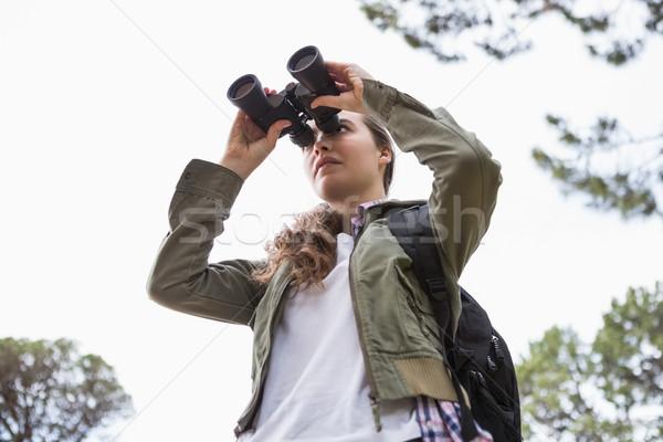 Kadın dürbün gökyüzü ağaç doğa Stok fotoğraf © wavebreak_media