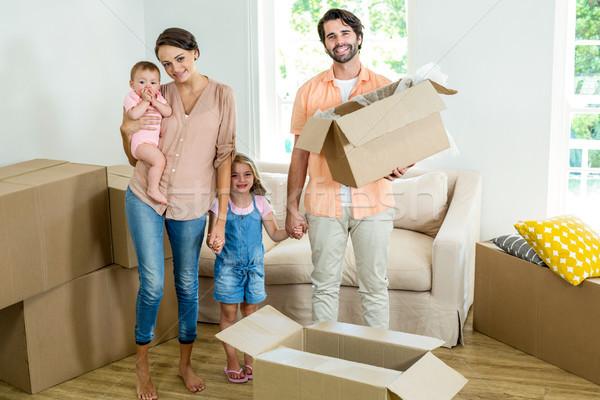 Boldog család áll dobozok új ház portré ház Stock fotó © wavebreak_media